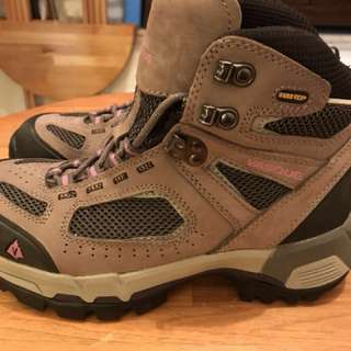 VASQUE Women's GORE-TEX Hiking Shoes 。95% new ,極新淨!