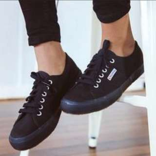 Suprga black shose. LOOKING FOR TRDE TO WHITE superga.