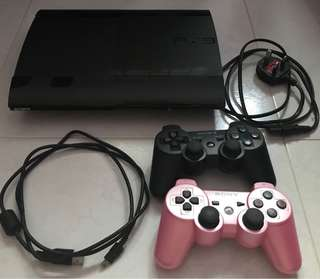 Playstation 3 Superslim 500 GB with cables and 2 controllers