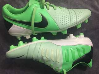 Cleats Nike CTR360 size 8 mint
