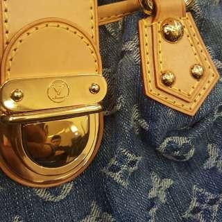 LOUIS VUITTON (LV) SMALL BAG