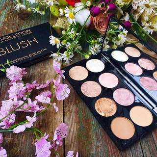 Sale! Golden Sugar Ultra Blush and Highlight Palette By Makeup Revolution