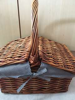 Large Flap Cover Rattan Picnic Basket w Handle