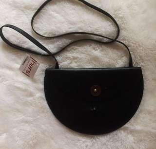 Hers sling bag (berybenka)