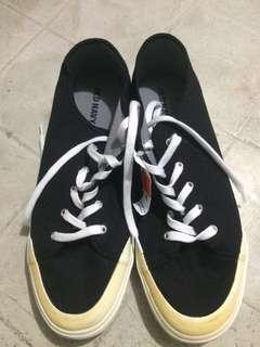 Old navy sneaker