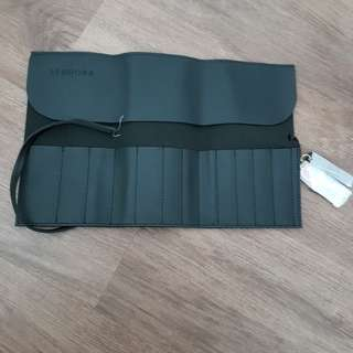 Makeup brushes pouch