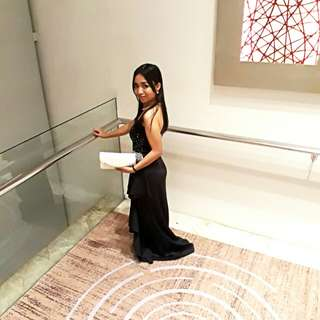 Elegant black gown for rent