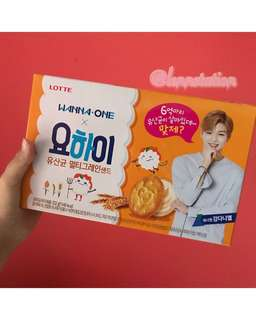 WANNA ONE KANG DANIEL YOHI BISCUITS
