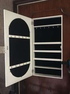 Mirror with Organizer for makeup and accessories good as new