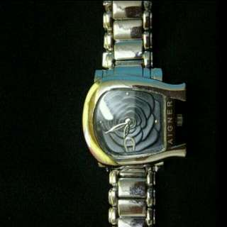 Clearance Aigner