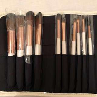 Nude by Nature Brushes set