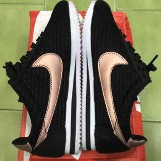 正品Nike耐吉黑底玫瑰金勾勾阿甘鞋39