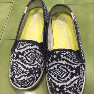 正品Roxy圖騰圓頭帆布平底鞋8號