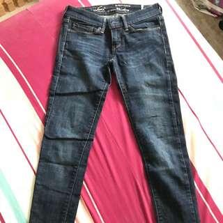 Levis顯瘦牛仔褲