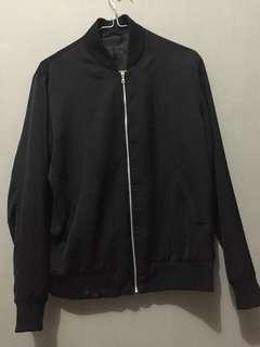 Jaket Hitam buy in UNIQLO Japan