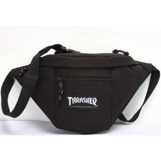 THRASHER 腰包,顏色: 黑 / 紅
