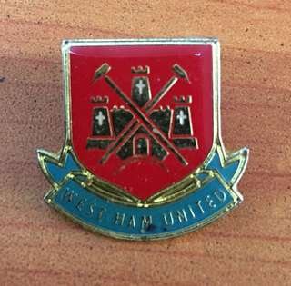Collectibles...Vintage WEST HAM UNITED FOOTBALL CLUB PIN