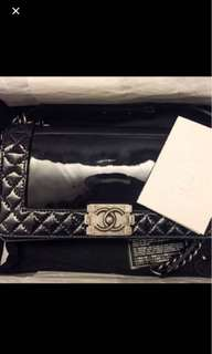 chanel boy hand bag 漆皮