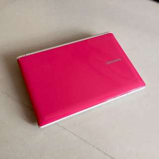 98% Super New Girlish Pink Lightweight 10.1 Samsung 2gb ram 250G HDD Netbook Microsoft Office(Video Chat, Facebook Messenger, Skype, Google Chrome... 5 hour long life battery good for out going working)要中文版可通知預先轉回中文版才交收