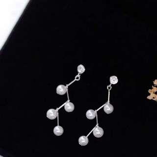預購「韓氣質出眾珍珠閃電設計925純銀針耳環」