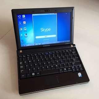 98% New Shinny Black Lightweight 10.1 Samsung 2gb ram 160G HDD Netbook Microsoft Office(Video Chat, Facebook Messenger, Skype, Google Chrome... 4 hour long life battery good for out going working)要中文版可通知預先轉回中文版才交收