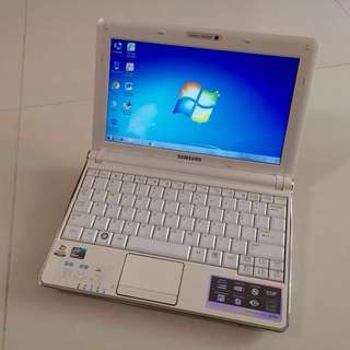 95% New Pearl White Lightweight 10.1 Samsung 2gb ram 160G HDD Netbook Microsoft Office(Video Chat, Facebook Messenger, Skype, Google Chrome... 6 hour long life battery good for out going working)要中文版可通知預先轉回中文版才交收