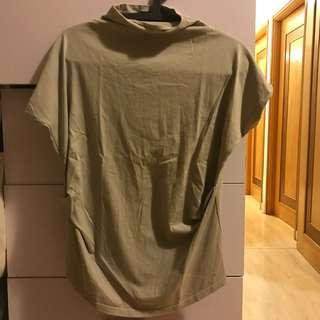 高領短T恤