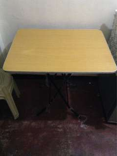 table foldable with free 3 plastic chair