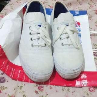 Keds白色厚底鞋