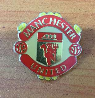Collectibles...Vintage MANCHESTER UNITED FOOTBALL CLUB PIN