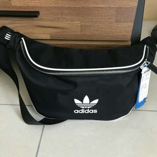 Adidas三葉草腰包
