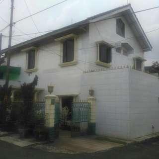 Rumah Di Hoek di Jual Cepat - B.U