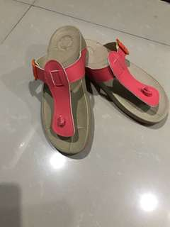 fitflop-like sandals
