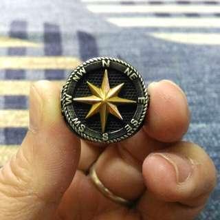美國海軍戒指,戒台是純銀,戒面星字是玫瑰k金,內徑2公分,戴起來超好看,超性格超霸氣的喔!