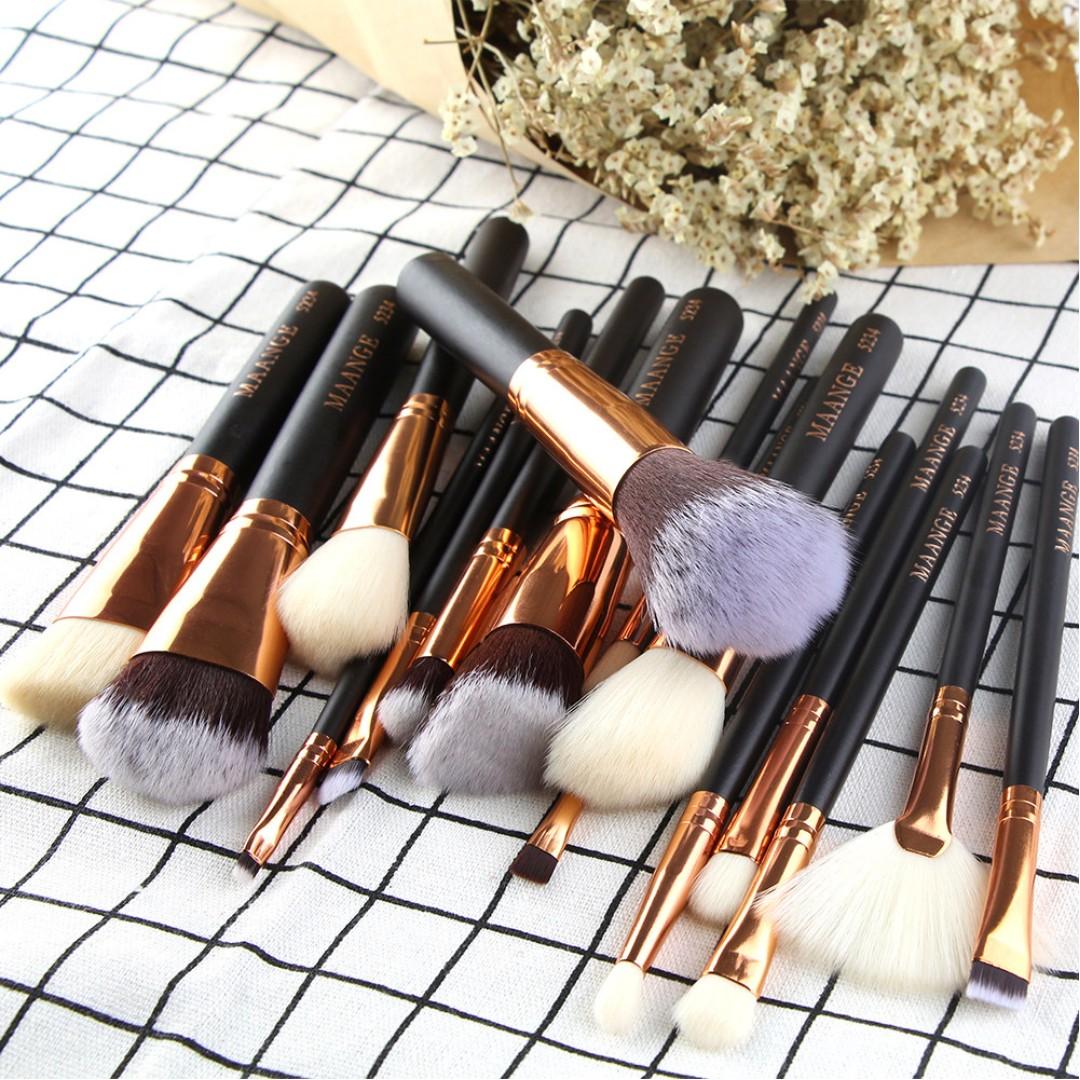 15 Piece Makeup Brush Set (Black & Rose Gold / Beige & Rose Gold)