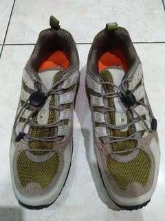 Sepatu Merrell