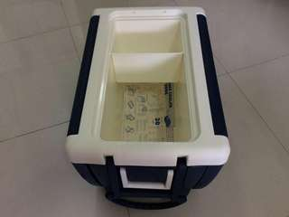 Cooler box with wheels convertible to table