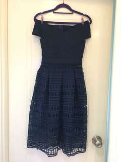 Brand New Blue party dress 全新藍色通花裙