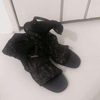 Zara全新蕾絲鏤空高跟鞋