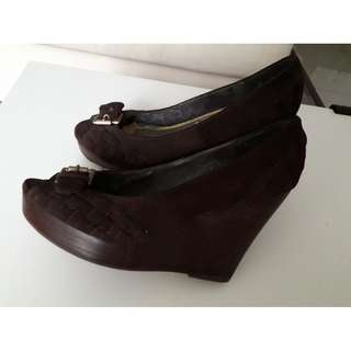 STEVE MADDEN brown suede closed wedges. Size 6 M