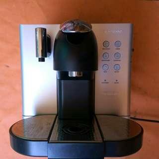 Mesin pembuat kopi Merk Delonghi Nespresso EN-720M