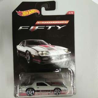 Hot Wheels : camaro fifty 4/8