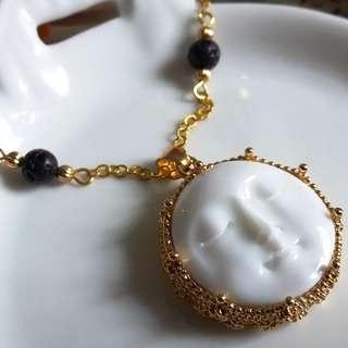 ✨ 月亮的睡臉 - 美國樹脂貼片配合金皇冠底座吊墜 ✨