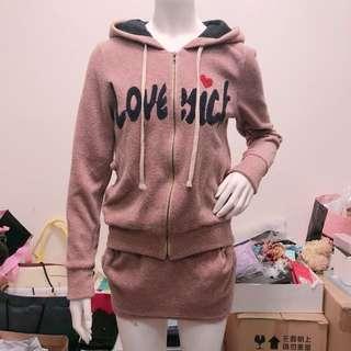 正韓英文刺繡口袋毛呢連帽外套+口袋毛呢包裙 套裝 set組 原價1700