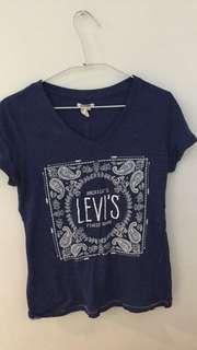 Levis T