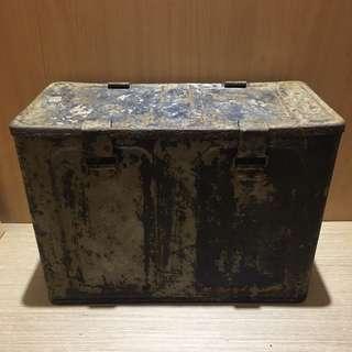 早期鐵箱 早期彈藥箱 置物桶 儲物箱 攜帶式軍用箱 備物箱 鐵箱 裝置藝術 拍攝道具