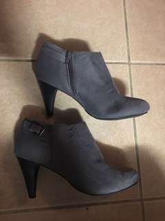 Grey boots for sale size 8