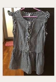 Uniqlo Black gingham girls dress size 130