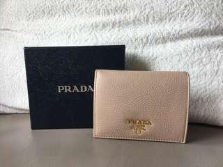 全新Prada短銀包