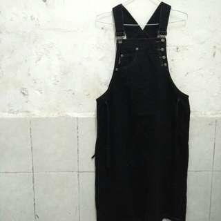 Overall hitam